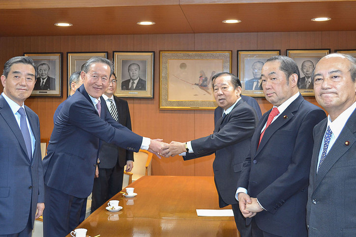 FKI Chairman Huh Chang-soo meets Toshihiro Nikai, Secretary-General of Japan's Liberal Democratic Party
